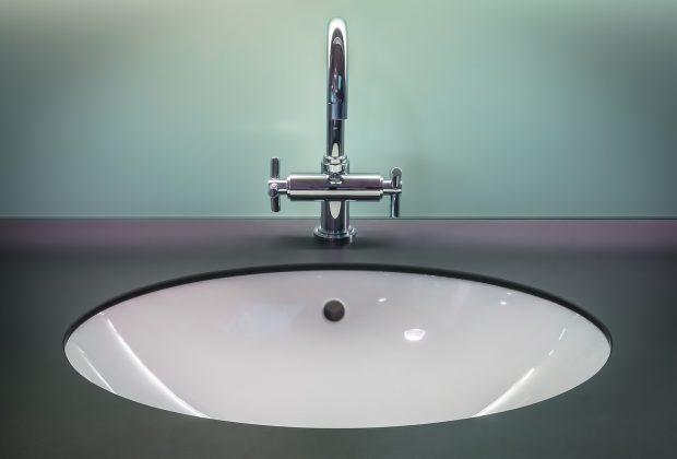Klasyka kontra nowoczesność. Jakie akcesoria łazienkowe wybrać